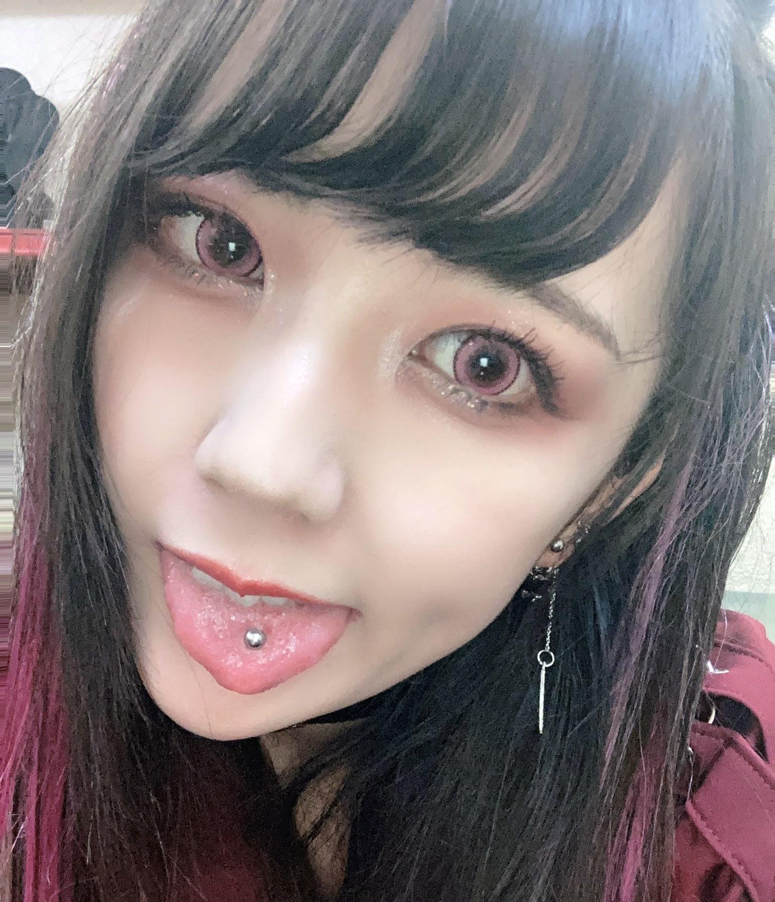 天鬼桃歌のピアス舌 (2)